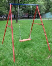 Качели на детскойй площадке