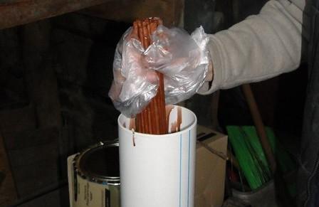 Как сделать (сплести) корзину для белья своими руками из свернутых в трубку газет
